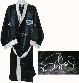 Roy Jones Jr Signed Everlast Black Full Length Boxing Robe   Autographed Boxing Robes and Trunks Sports Collectibles