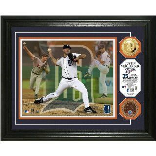 Justin Verlander Triple Play Game used Dirt Coin Photo Mint from Highland Mint  Sports Related Collectible Photomints  Sports & Outdoors
